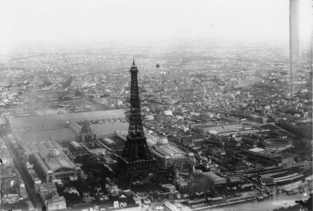 ظل البرج بارتفاعه الذى يبلغ 313.2 متر المعلم الأكثر ارتفاعًا فى العالم لمدة 41 سنة