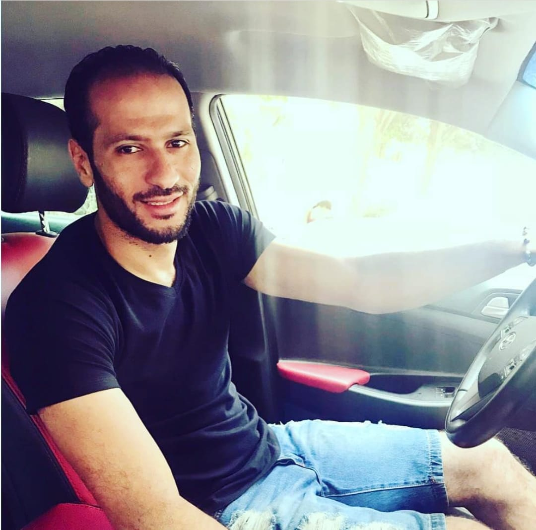 عماد السيد فى السيارة