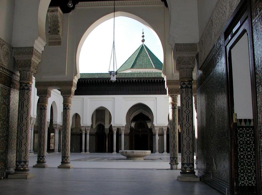 الساحة الداخلية للمسجد