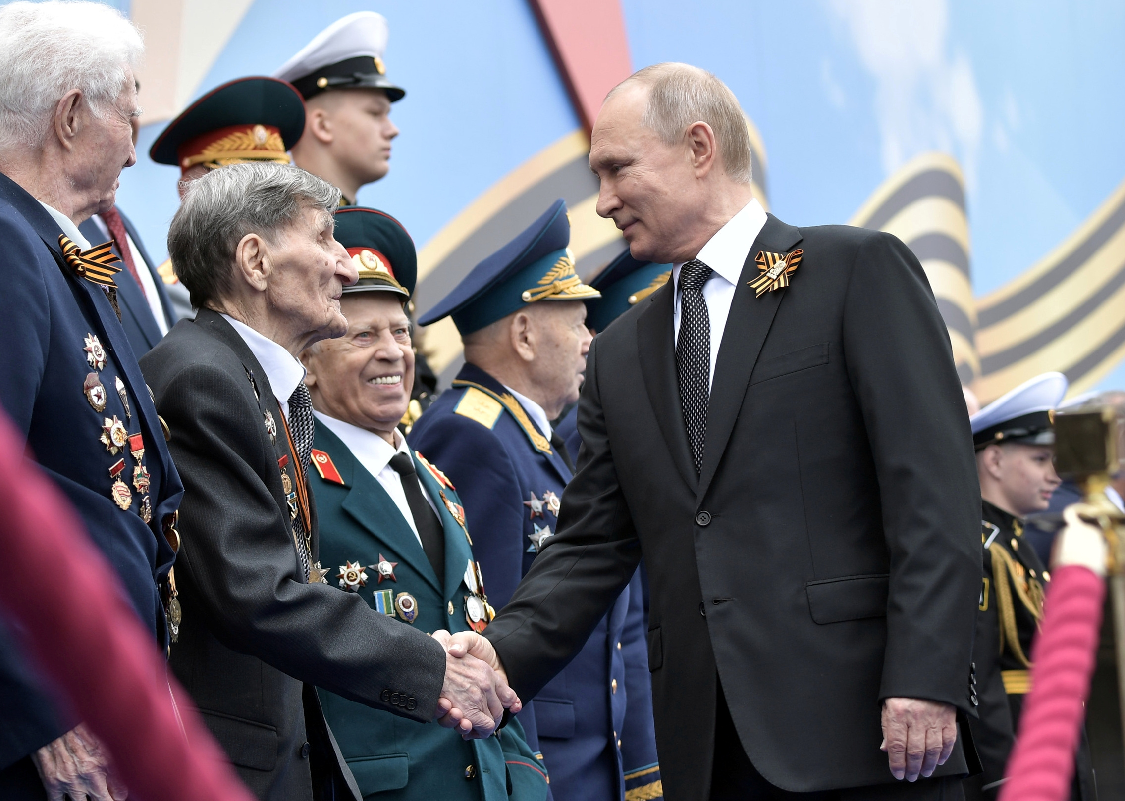 2019-05-09T084306Z_708031095_RC1B0A5AB2C0_RTRMADP_3_WW2-ANNIVERSARY-RUSSIA-PARADE