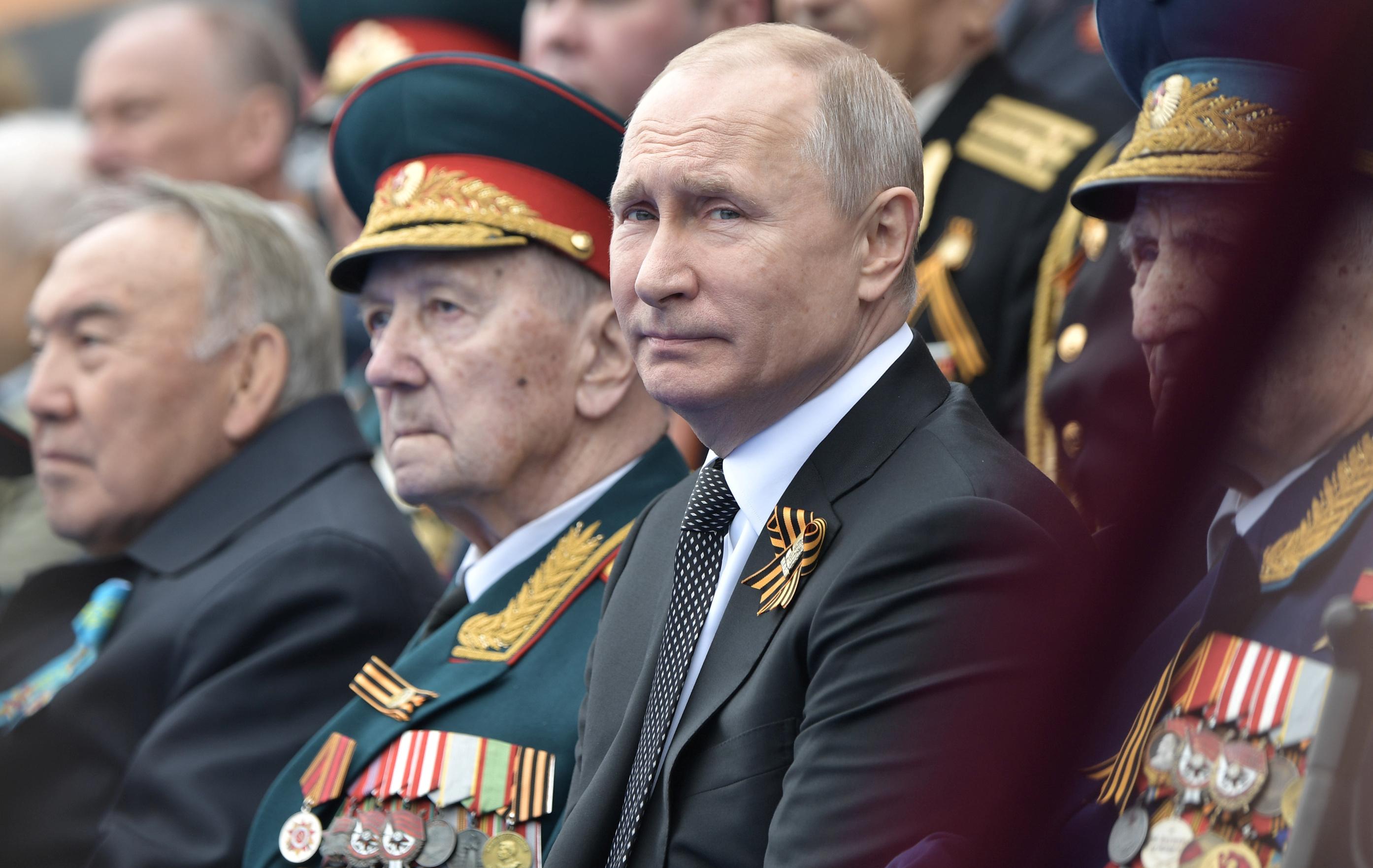 2019-05-09T084454Z_469523144_RC148722B150_RTRMADP_3_WW2-ANNIVERSARY-RUSSIA-PARADE