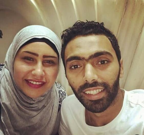 الشحات وزوجته