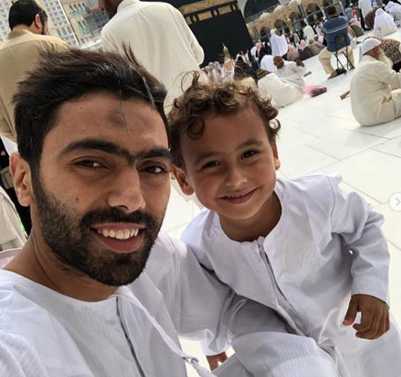 سيلفى الشحات و ابنه أحمد فى السعودية