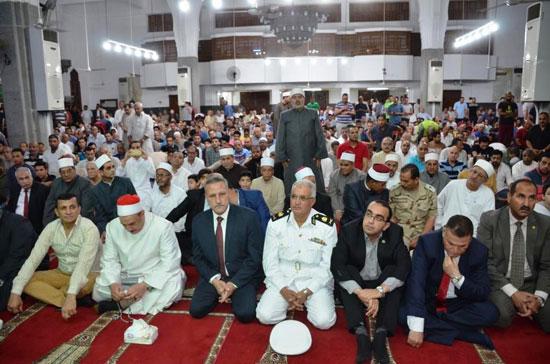 محافظ-الإسماعيلية-يشهد-الاحتفال-الدينى-بليلة-القدر-بمسجد-الشهداء---(5)