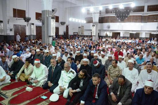 محافظ-الإسماعيلية-يشهد-الاحتفال-الدينى-بليلة-القدر-بمسجد-الشهداء---(9)