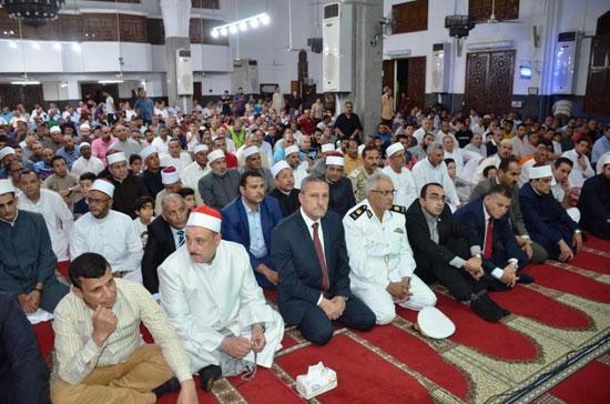 محافظ-الإسماعيلية-يشهد-الاحتفال-الدينى-بليلة-القدر-بمسجد-الشهداء---(7)