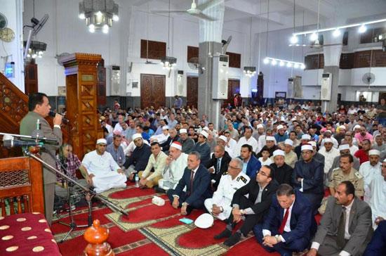 محافظ-الإسماعيلية-يشهد-الاحتفال-الدينى-بليلة-القدر-بمسجد-الشهداء---(2)