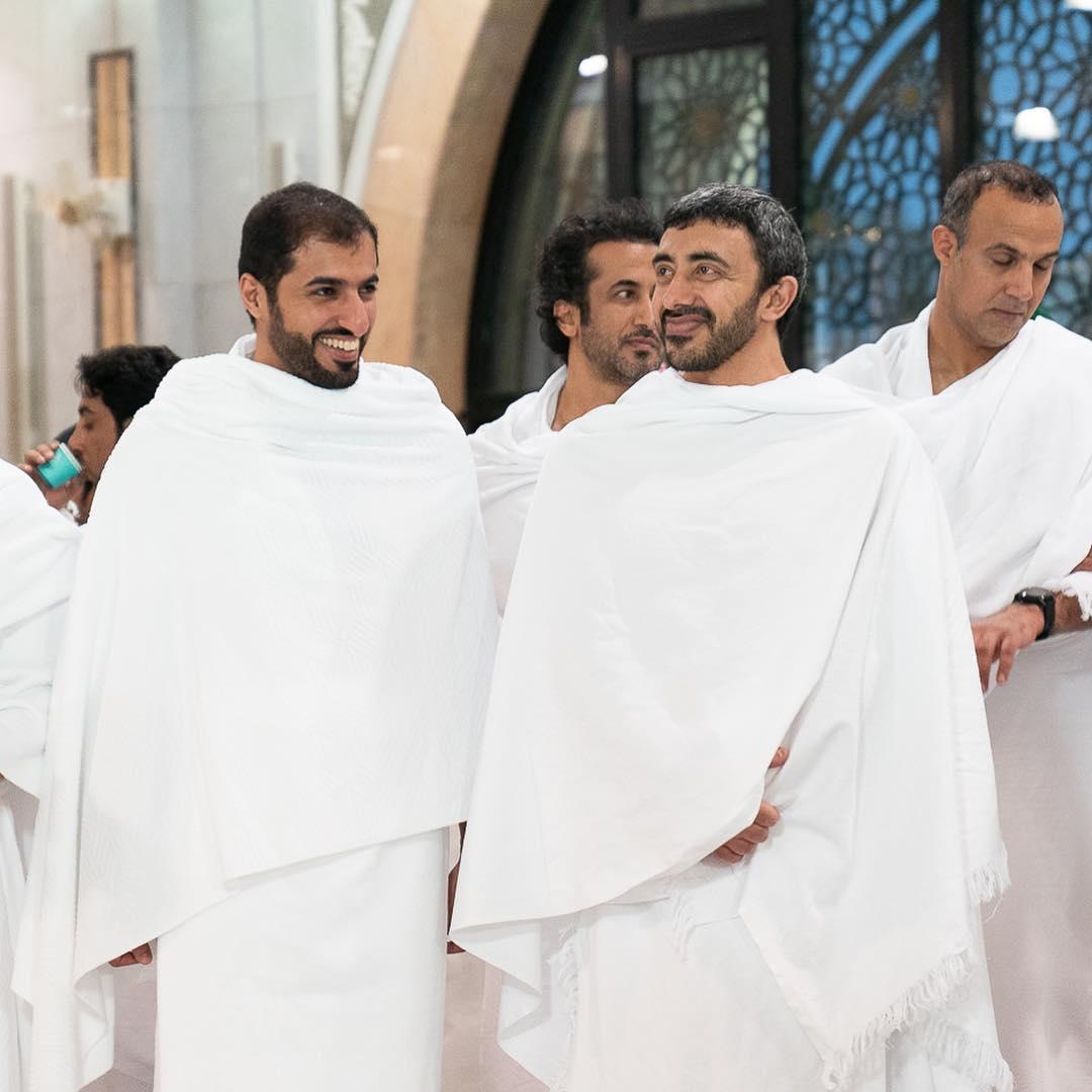 وزير الخارجية الإماراتى بملابس الإحرام