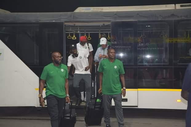 وصول منتخبى نيجيريا وزيمبابوى مطار القاهرة (1)