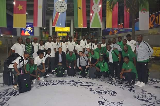 وصول منتخبى نيجيريا وزيمبابوى مطار القاهرة (3)