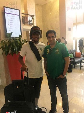 التقاط-الصور-مع-لاعبى-منتخب-نيجيريا