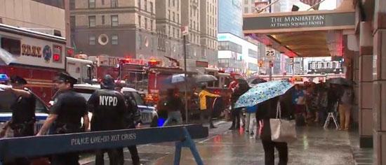 اصطدام مروحية أمريكية بمبنى فى نيويورك (9)