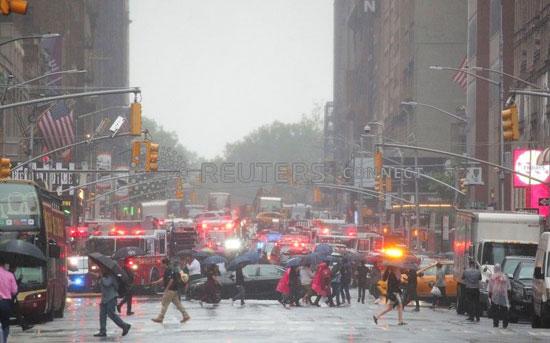 اصطدام مروحية أمريكية بمبنى فى نيويورك (13)