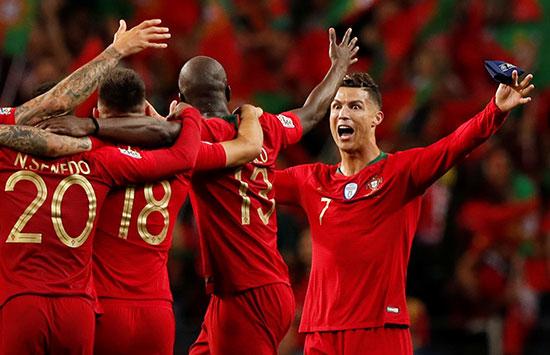 فرحة لاعبو البرتغال باللقب الأوروبى