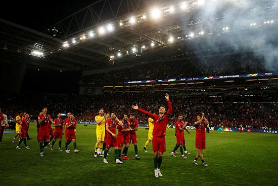 فرحة لاعبو البرتغال بالبطولة