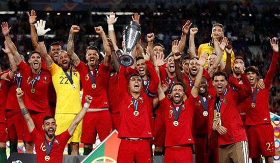 فرحة لاعبو البرتغال بالكأس