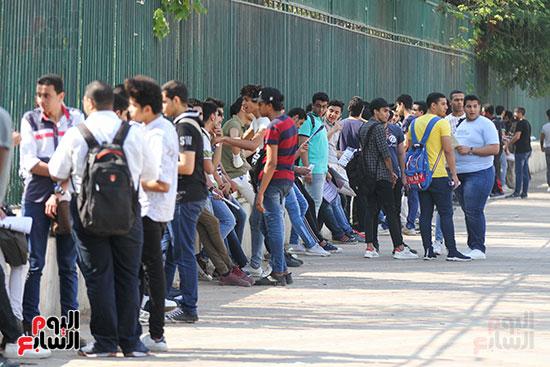 الطلاب قبل فتح اللجان