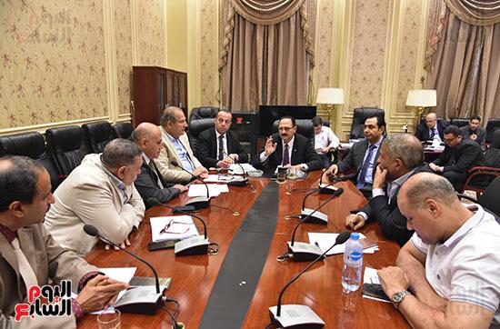 لجنة النقل والمواصلات برئاسة النائب هشام عبدالواحد (2)