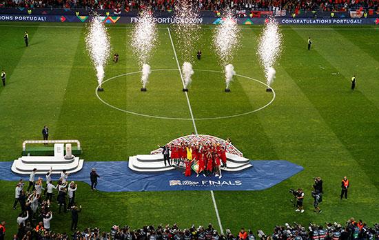 تتويج البرتغال باللقب الأول للبطولة