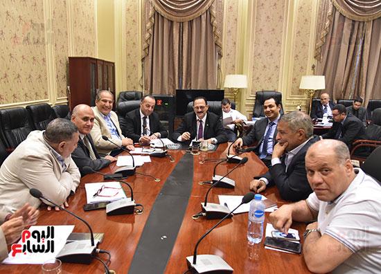 لجنة النقل والمواصلات برئاسة النائب هشام عبدالواحد (1)