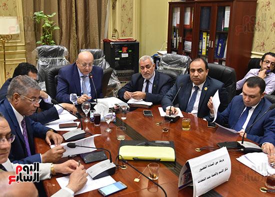 اجتماع-لجنة-الإسكان-والمرافق-العامة-برئاسة-النائب-علاء-والى--(2)