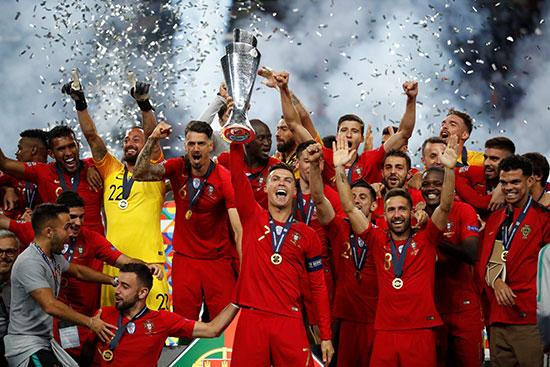 مراسم تتويج المنتخب البرتغالى