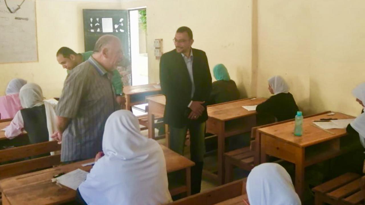 مدير صحة شمال سيناء يتفقد لجان امتحانات التمريض (1)