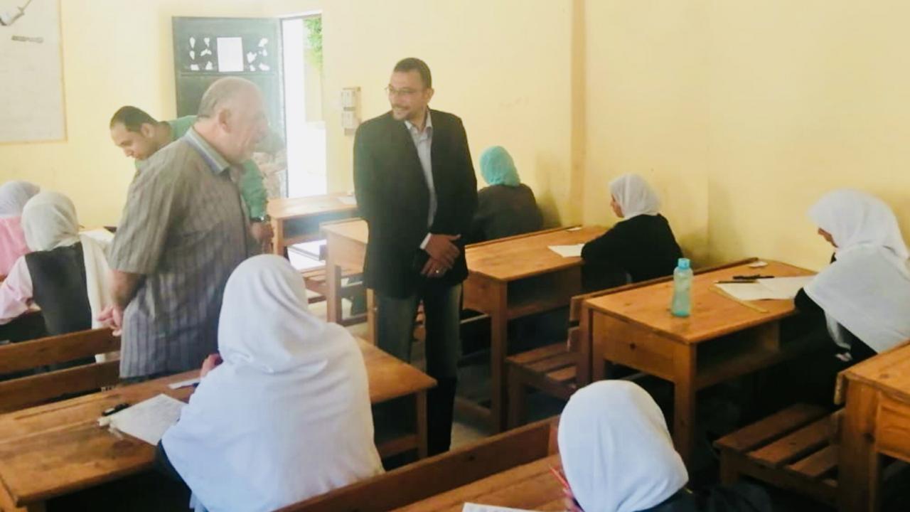 مدير صحة شمال سيناء يتفقد لجان امتحانات التمريض (3)