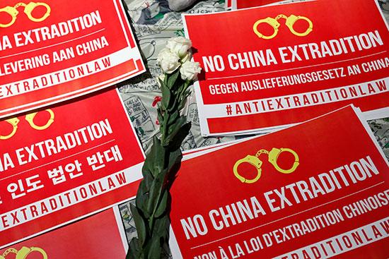 لافتات احتجاجية