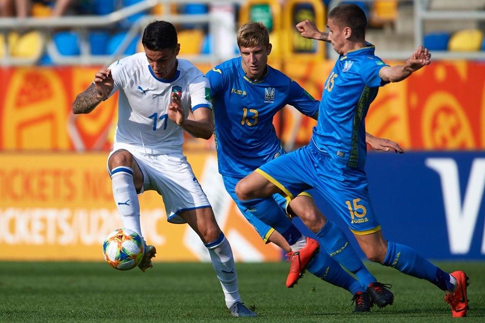 جانب من مباراة أوكرانيا وإيطاليا