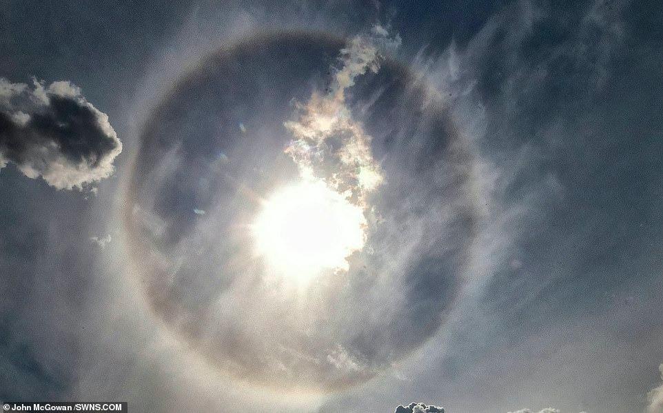 مغامرين يلتقون ظاهرة جوية نادرة المعروفة بهالة الشمس (2)