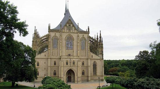 الكنيسة من الخارج