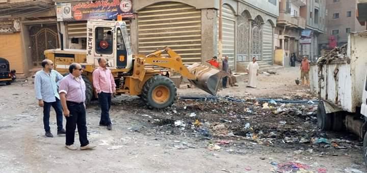 رئيس مجلس مدينة المحلة يقود حملات لرفع القمامة