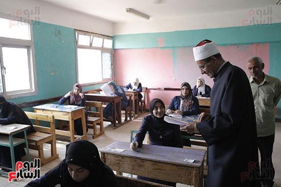 وكيل الأزهر يتفقد لجان امتحانات الثانوية الأزهرية (2)