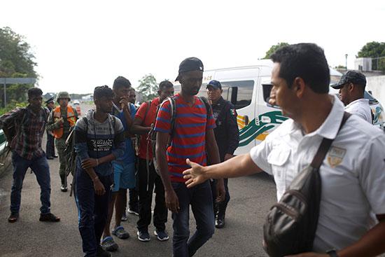 الشرطة تعتقل هنود كانوا فى طريقهم للحدود الأمريكية
