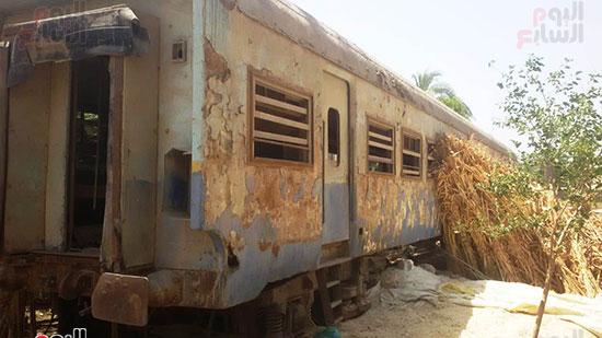 قطار مهجورة تتحول لعشش فراخ (2)