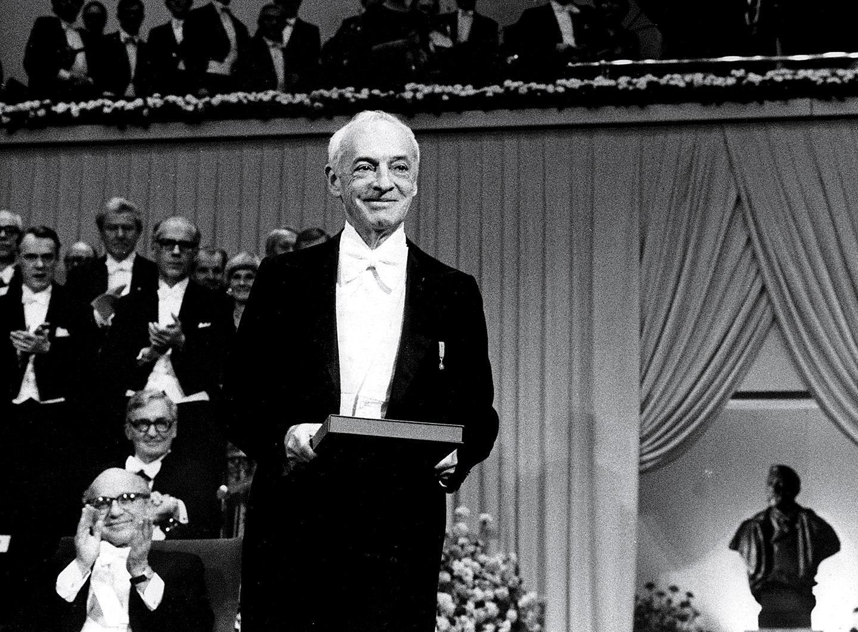 سول بيلو فى حفل جائزة نوبل للآداب