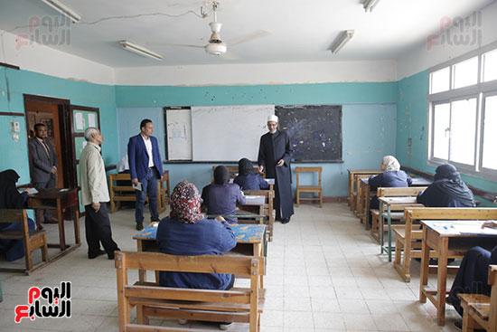 وكيل الأزهر يتفقد لجان امتحانات الثانوية الأزهرية (6)