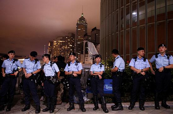 قوات الأمن حول مبنى البرلمان