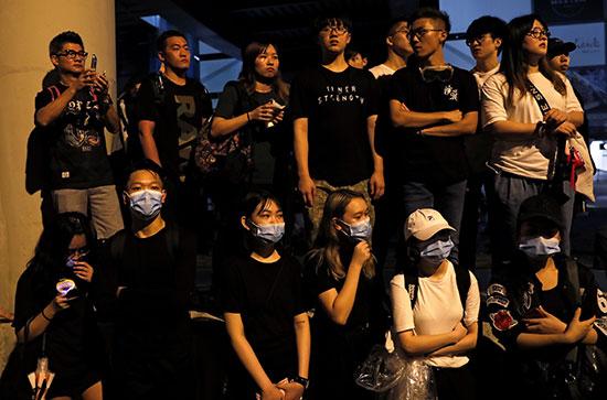عدد من النشطاء المتظاهرين