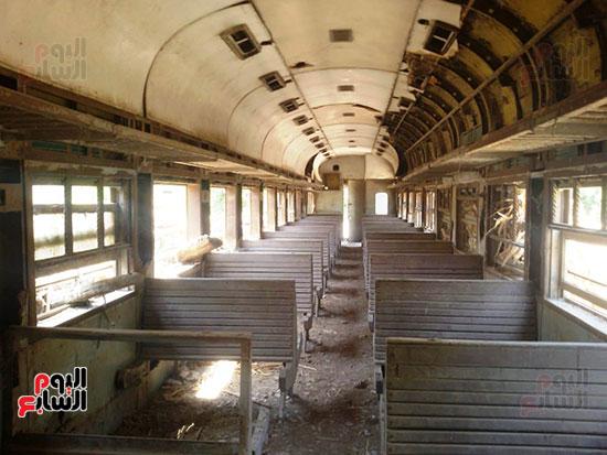 قطار مهجورة تتحول لعشش فراخ (8)