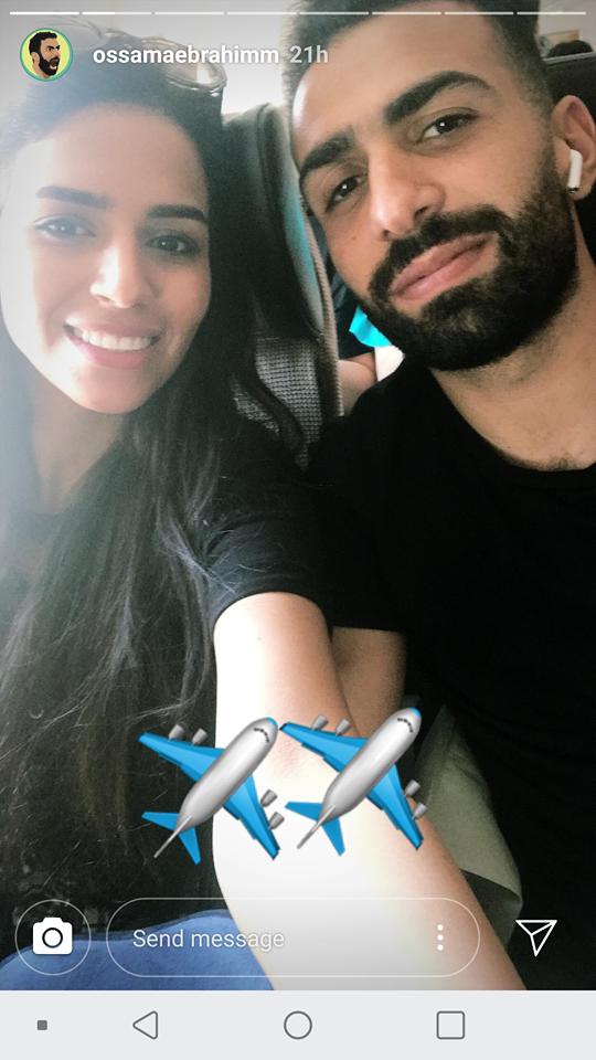 اسامة ابراهيم وزوجته على متن الطائرة