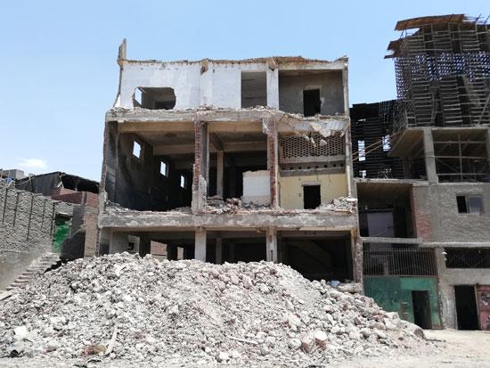 محافظة القاهرة تستكمل هدم مدابغ سور مجرى العيون   (4)