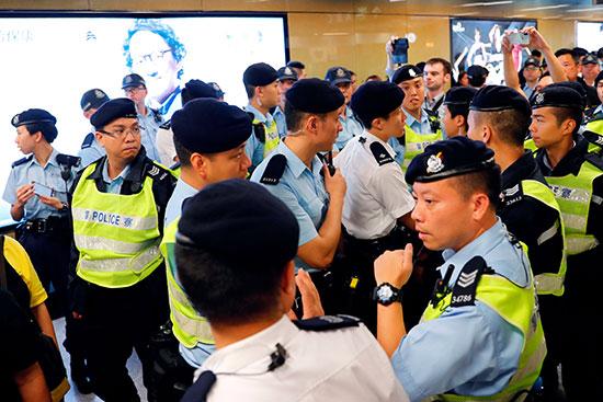 جانب من قوات الشرطة فى هونج كونج