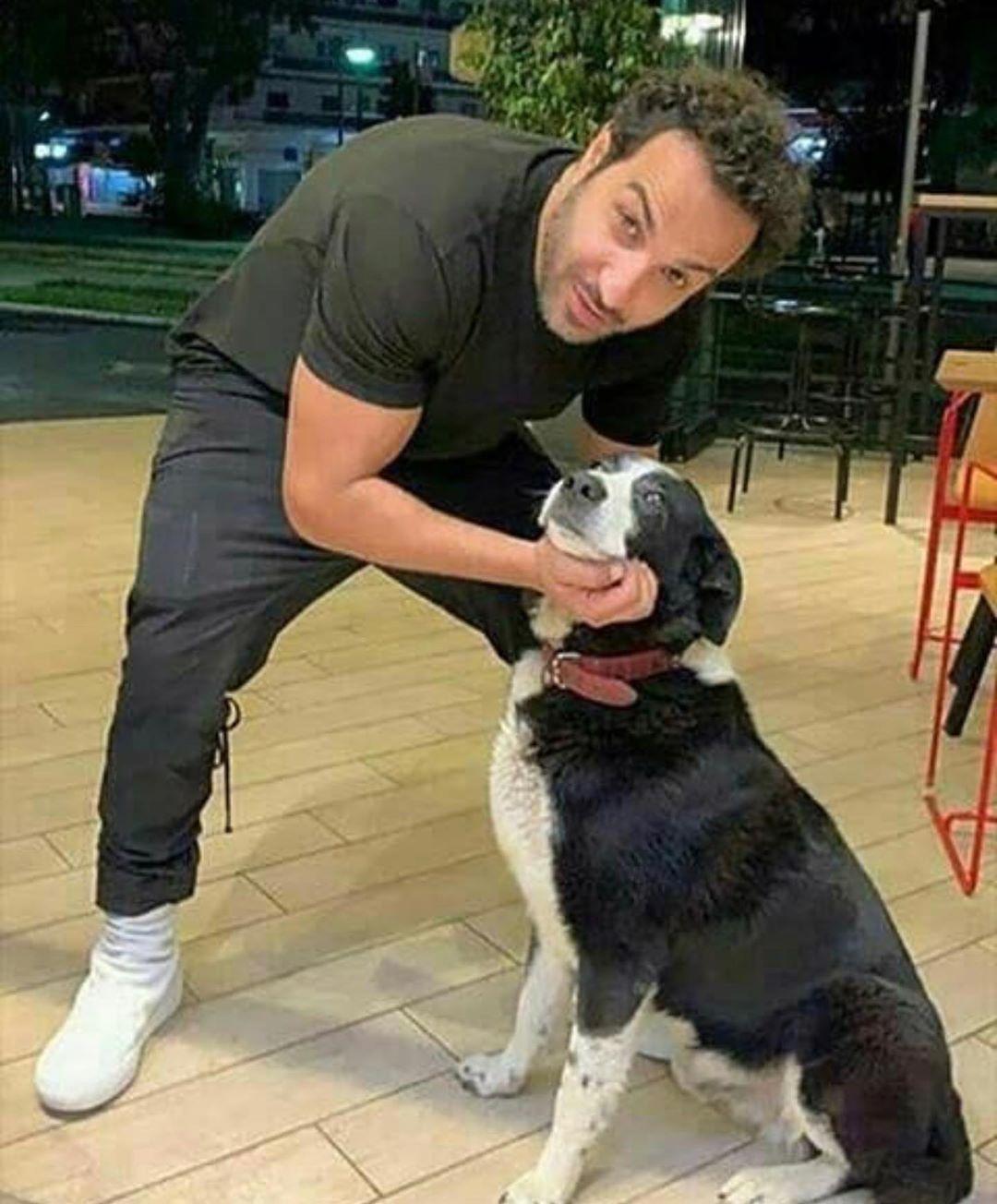 أحمد فهمى وكلبه
