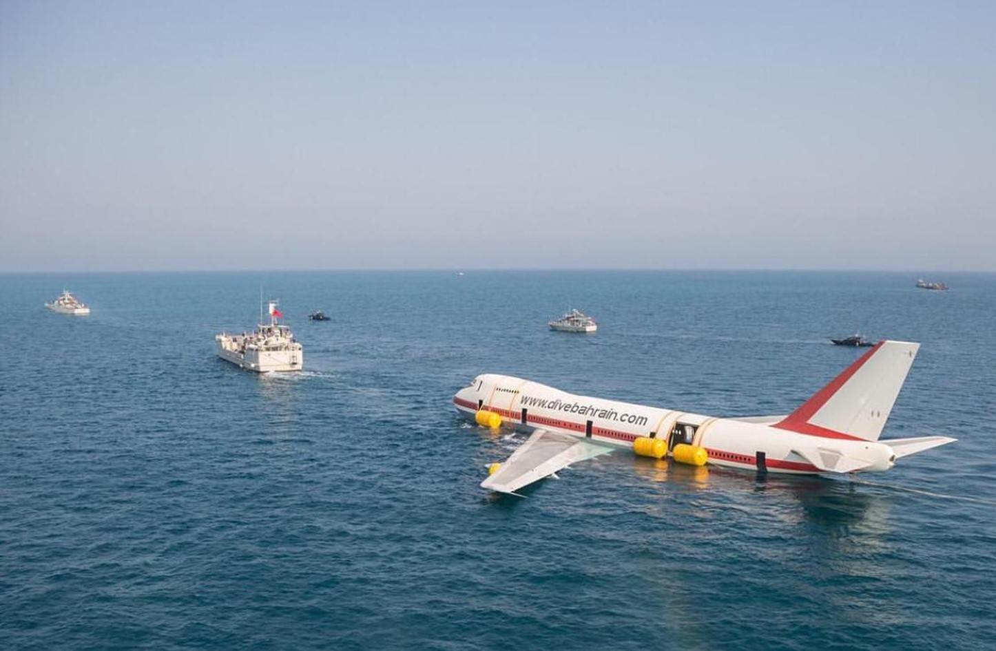 تجهيز طائرة بوينج لإغراقها فى البحرين