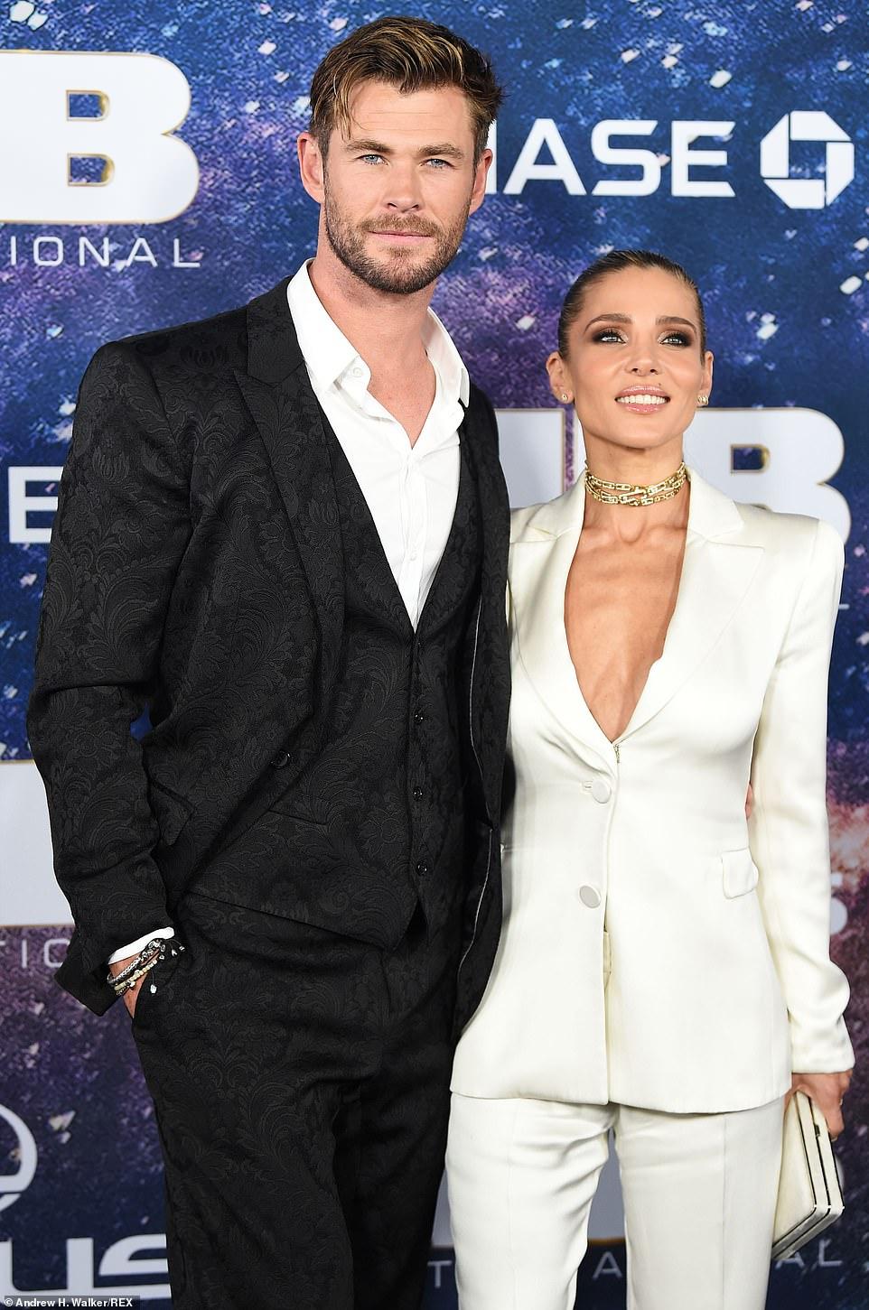 كريس هيمسورث و زوجته (2)