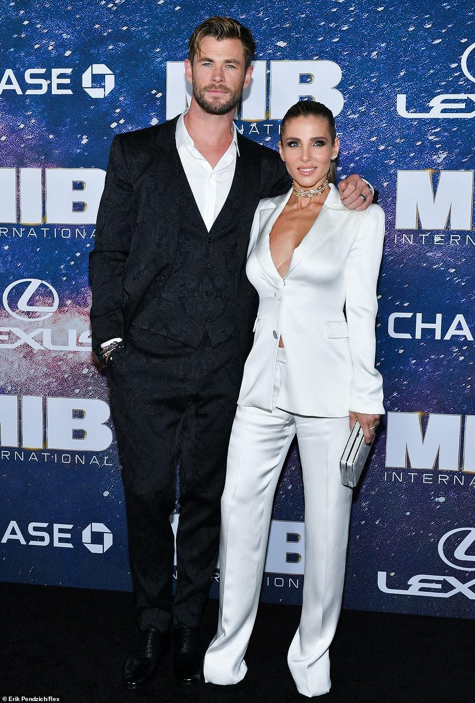 كريس هيمسورث و زوجته (1)
