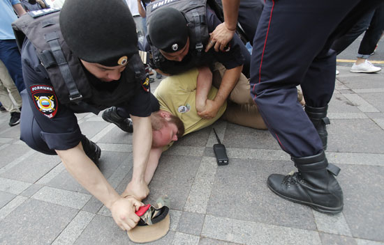 القبض-على-المتظاهرين