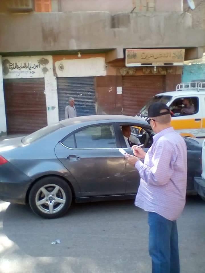 رئيس مدينة إدفو بأسوان ينظم حركة المرور ويتابع التزام النقل الثقيل (5)
